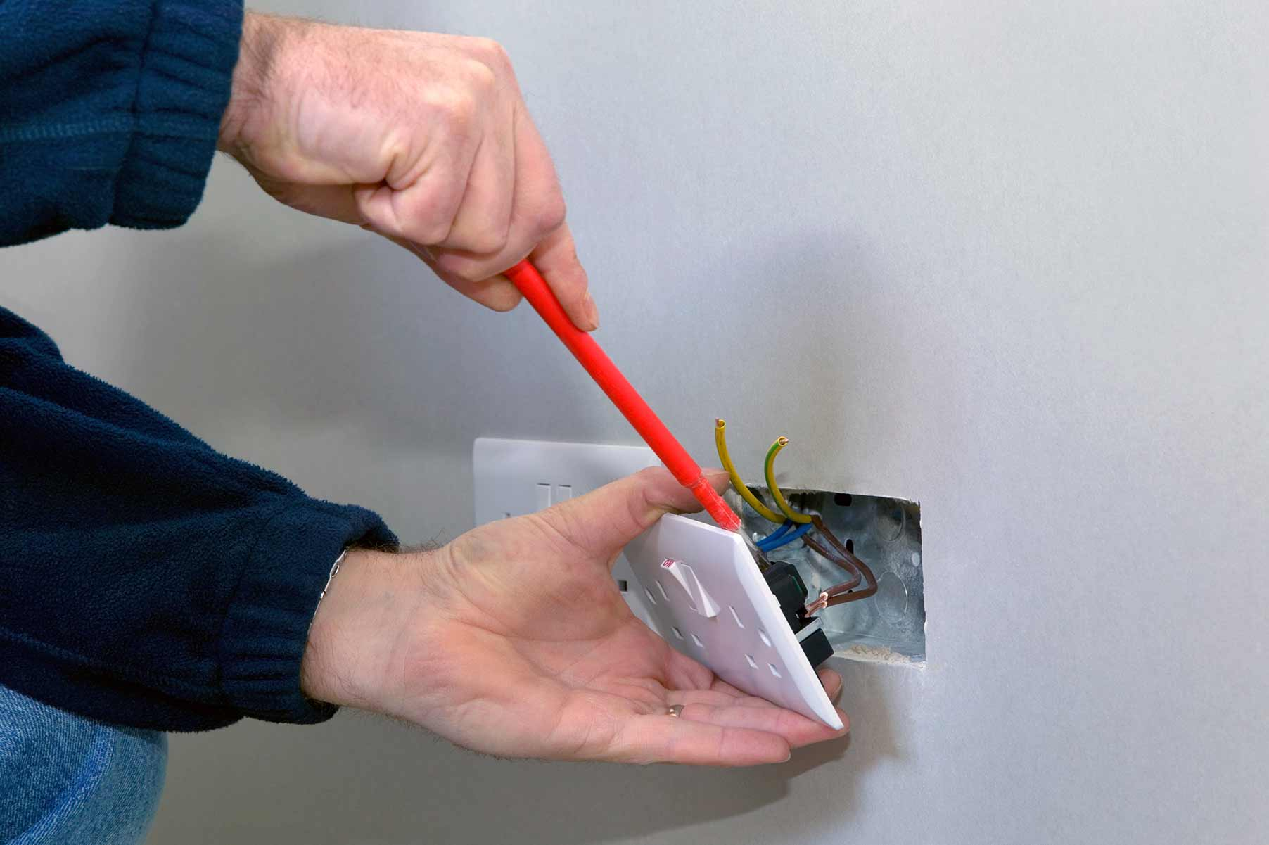 Our electricians can install plug sockets for domestic and commercial proeprties in Walworth and the local area.